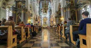 Tikintieji reikalingi ne tik Dievui – iš jų minta ir Bažnyčia, ir politikai